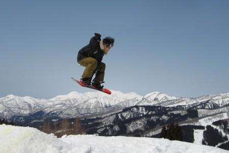 スノボでジャンプ